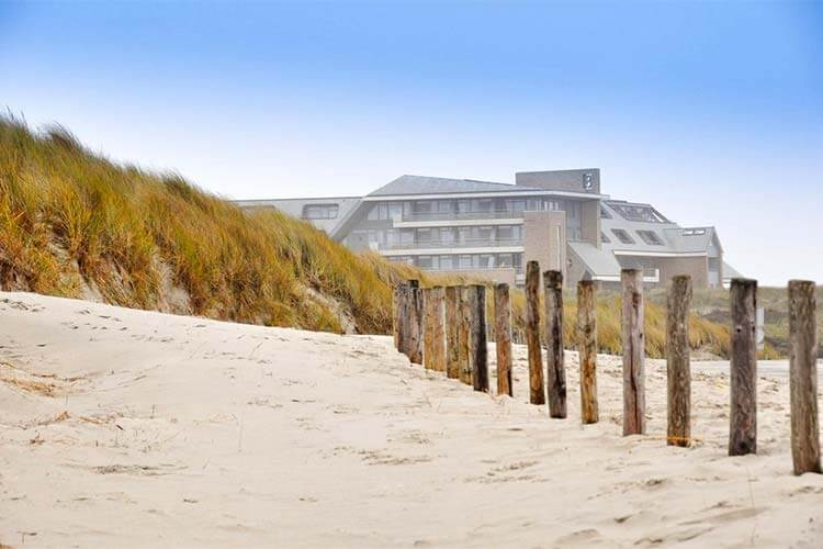 Hotel Paal 8 direct aan strand Terschelling